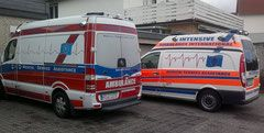 Medical Air Service Assistance GmbH & Co KG, zwei Rettungswagen
